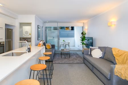 Modern South Bank Apartment! Free Parking & WiFi