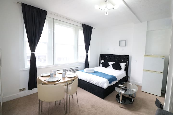★ Stylish & Central Located Studio Hyde Park ★