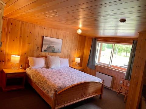 King Bed Motel Room - FOUR Nature Resort