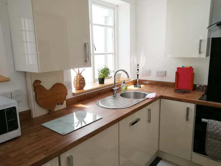 Luxury character cottage for walking/beach hols.