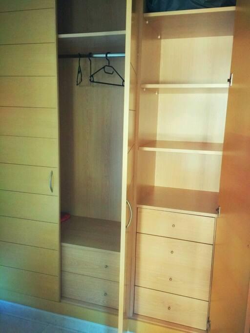 Amplio armario para guardar lo que quieras!