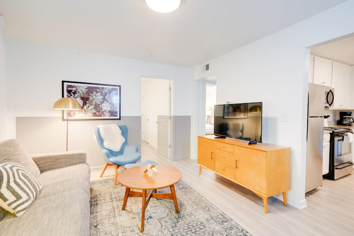 Contemporary Condo Minutes To Downtown | Gulch