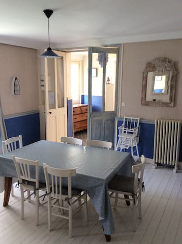maison de bord de mer houses for rent in saint aubin sur mer basse normandie france. Black Bedroom Furniture Sets. Home Design Ideas