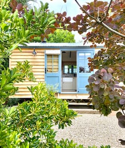 Romantic Lavender Shepherd's Hut+Hot Tub nr Bruton