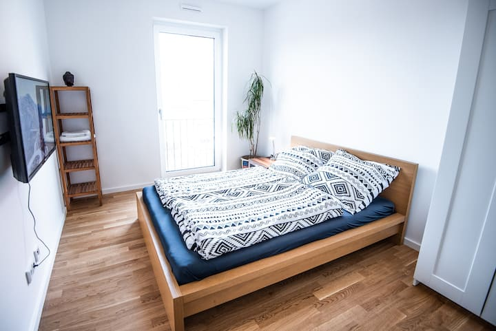 Room in new flat w. private Bathroom close to Fair