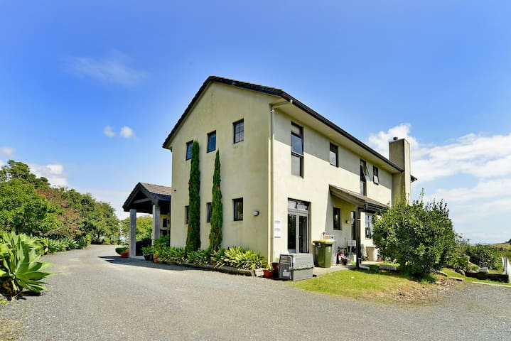 Lifestyle Villa close to Airport and Auckland