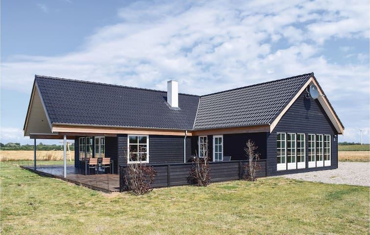 Holiday cottage with 4 bedrooms on 206m² in Bagenkop