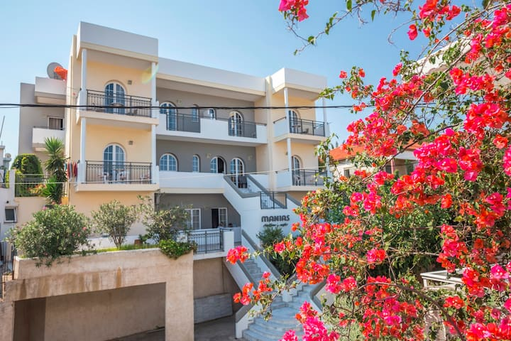 Manias hotel is comofortable hotel. - Agia Marina - Lägenhet