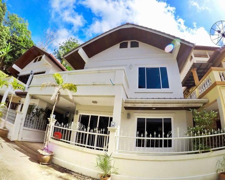 Beautiful relaxing 3 bedroom villa in Patong Beach