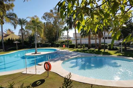 HABITACION CERCA DE  PUERTO  BANUS - Marbella - Casa