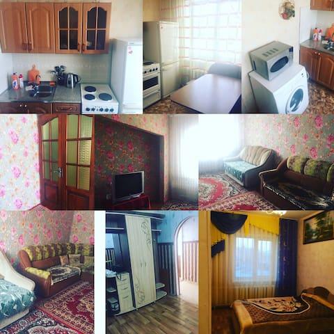 Уютная квартира в центре Северобайкальска - Северобайкальск - Leilighet