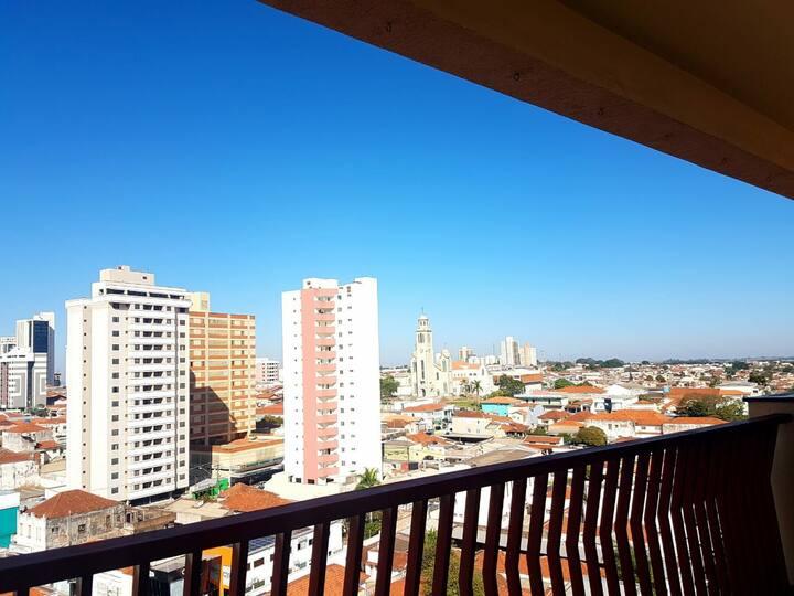 Apartamento bem localizado no centro da cidade.