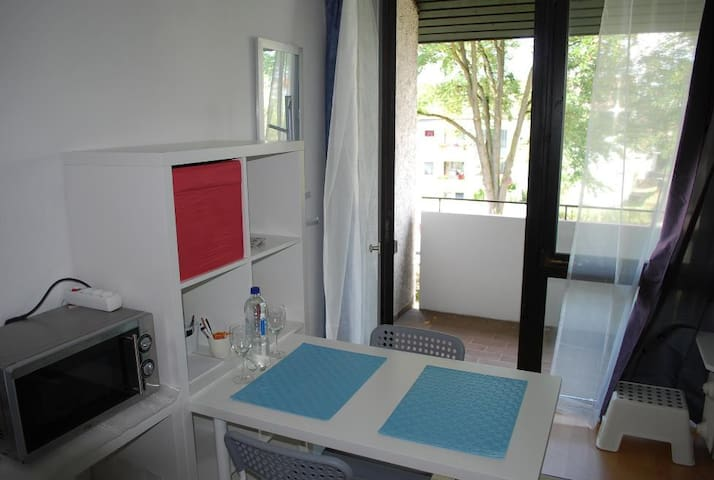 Apartment with balcony/close to Panzer,Daimler,IBM - Böblingen - Apartment