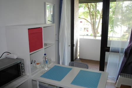 Apartment with balcony/close to Panzer,Daimler,IBM - Böblingen - Квартира