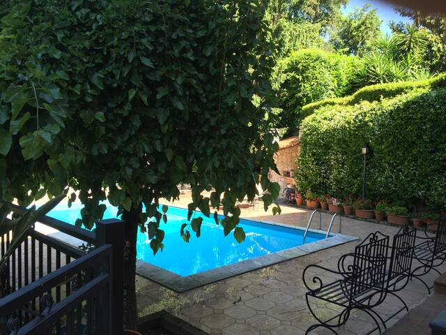 Camera in villa immersa nel verde - Le Rughe - Bed & Breakfast