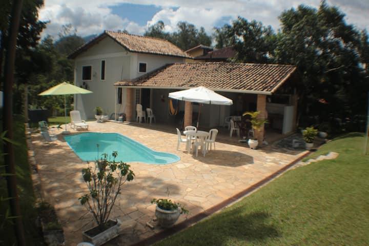 Casa de Campo em Penedo piscina e sauna privativas