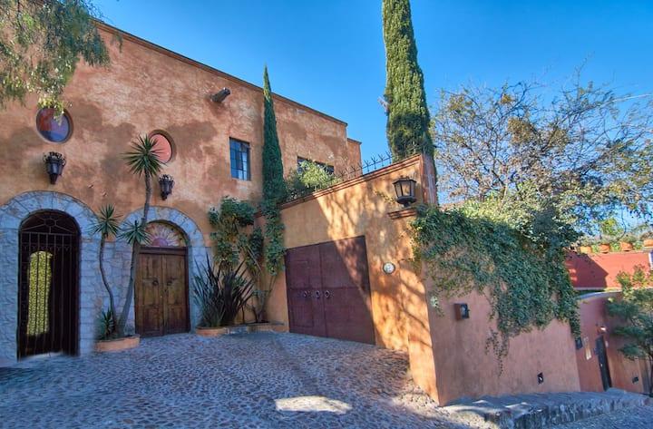 Casa Puesta del Sol  w/views slps 8 3 baths