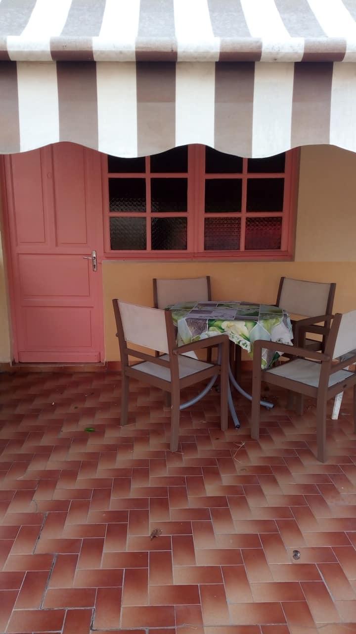 Loue F2 dans  résidence privée  familiale à GOYAVE