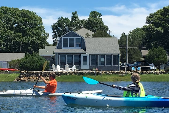 Charming Waterfront Cottage -discover Cape Cod!