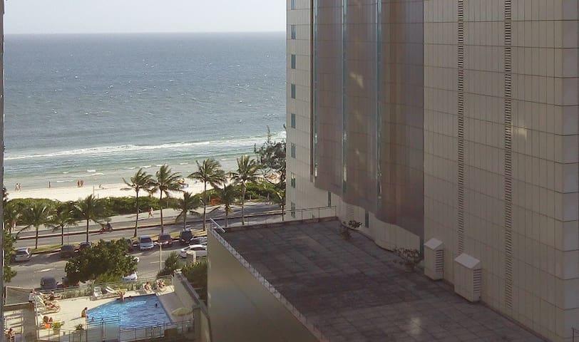 """Flat BarraPalace ao lado do Windsor. """"Pé na areia"""" - Rio de Janeiro"""