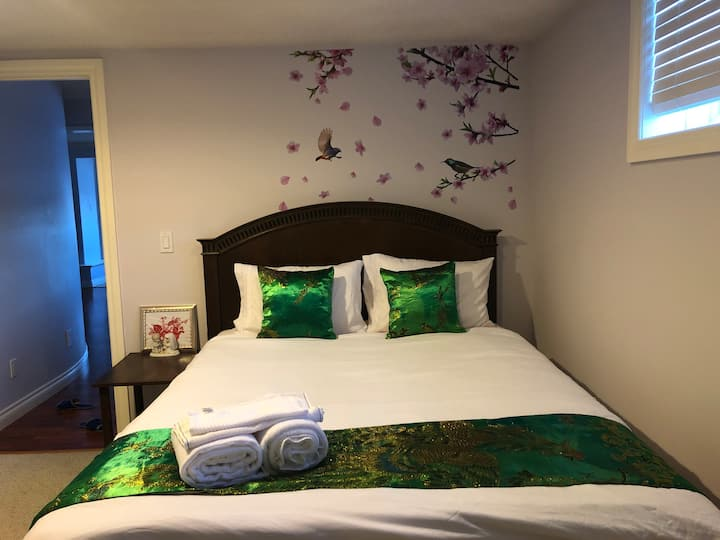Hamptons Rose garden family!Bedroom K