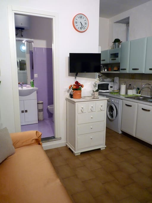 Angolo TV, Bagno e cucina
