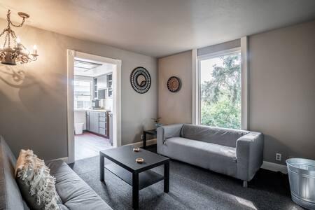 NEW Urban Oasis Apartment