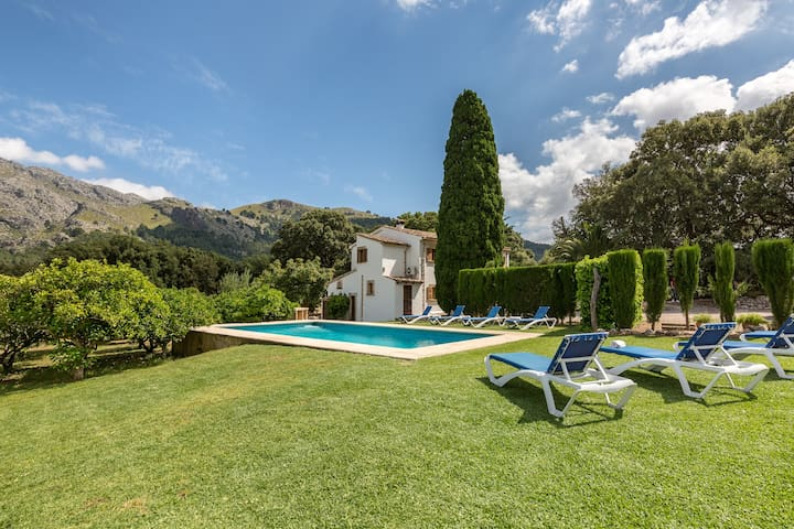 Stunning mountain panorama and pool - Villa La Plana