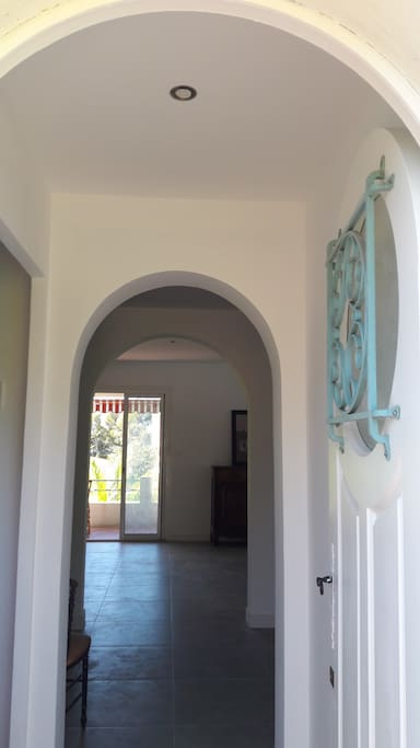 L'entrée provençale avec ses 3 arches en enfilade