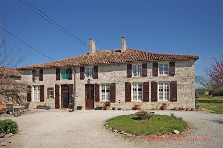 16th century house totally private - Chef-Boutonne - House
