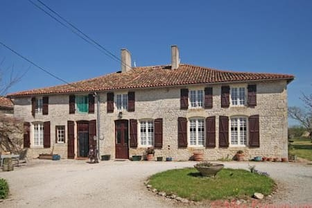 16th century house totally private - Chef-Boutonne - Hus