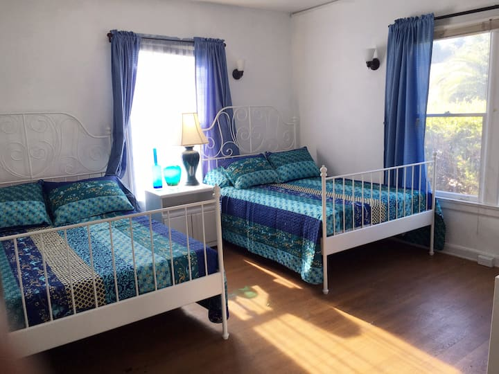 Pretty bedroom close to Cal Poly and downtown.