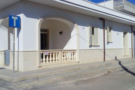 CASA 50 METRI DAL MARE - Monacizzo-librari-truglione - Huis