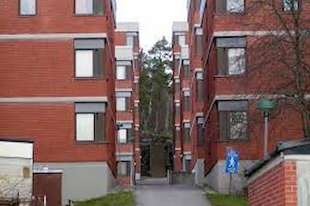 Warm and friendly room - Stockholm - Dortoir