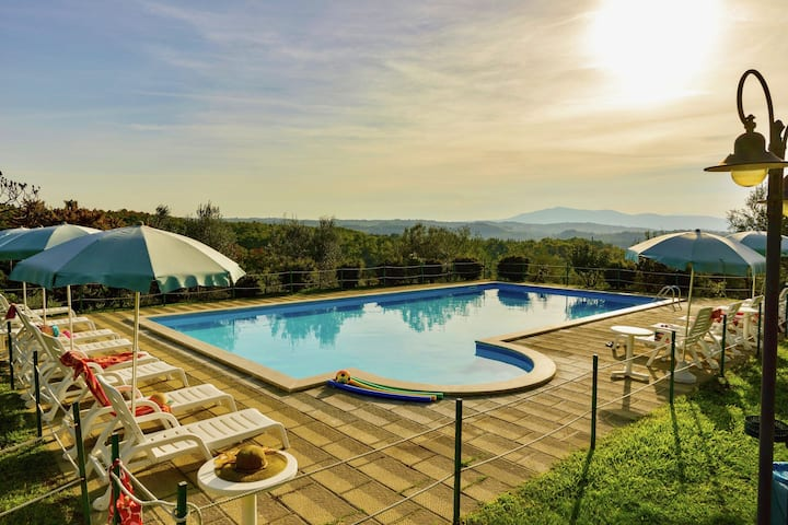 Agriturismo with swimming pool, private terrace, beautiful surroundings