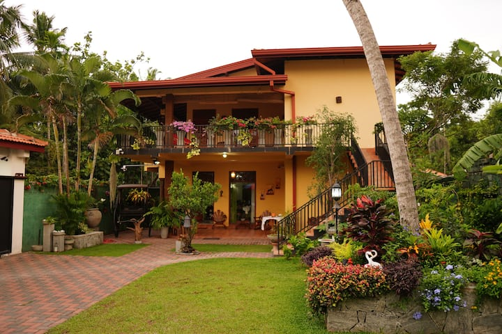 Villa La Grace Lily