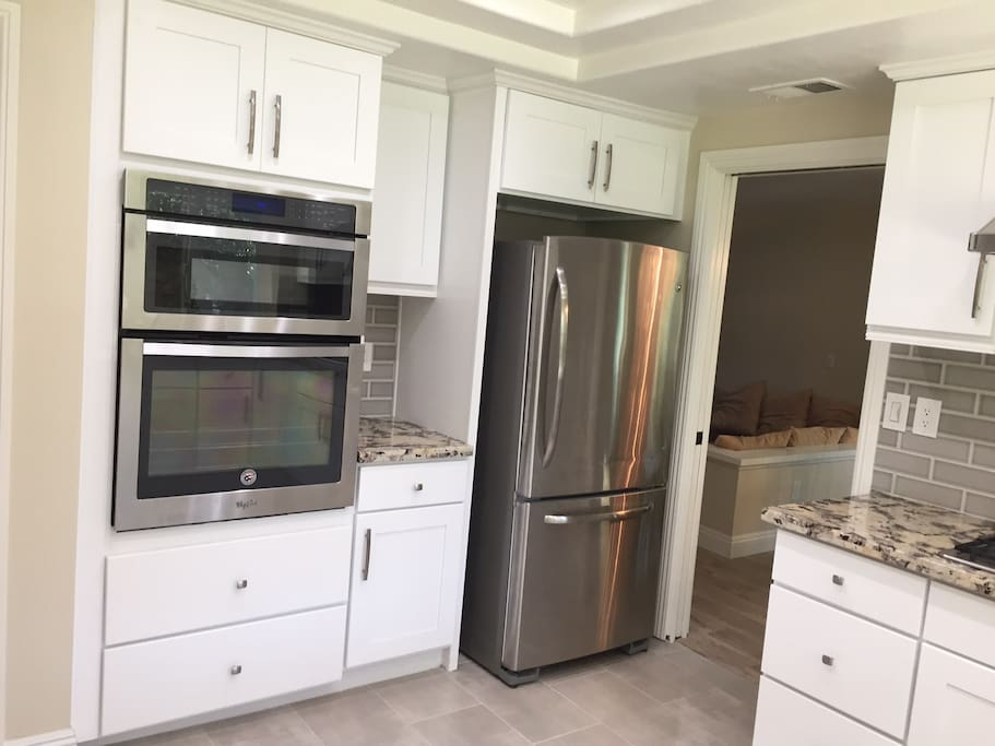 Large size Microwave, brand new Oven.