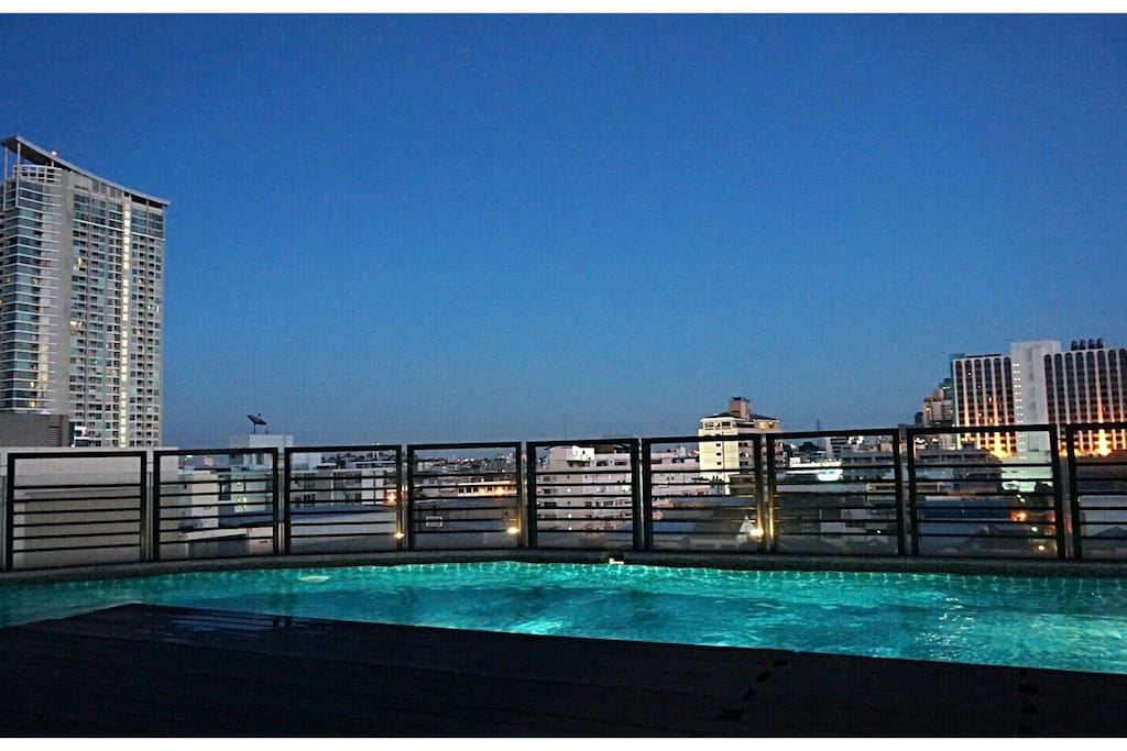 *Private Condo* WIFI / Kingbed / Pool / Gym -- only 3 minute to MRT! -- Amazing view from rooftop pool