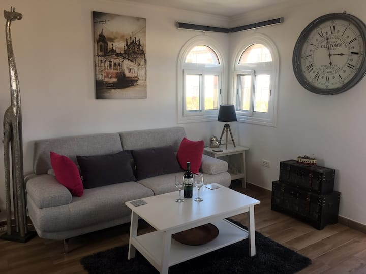 Newly refurbished beautiful one bed apartment!