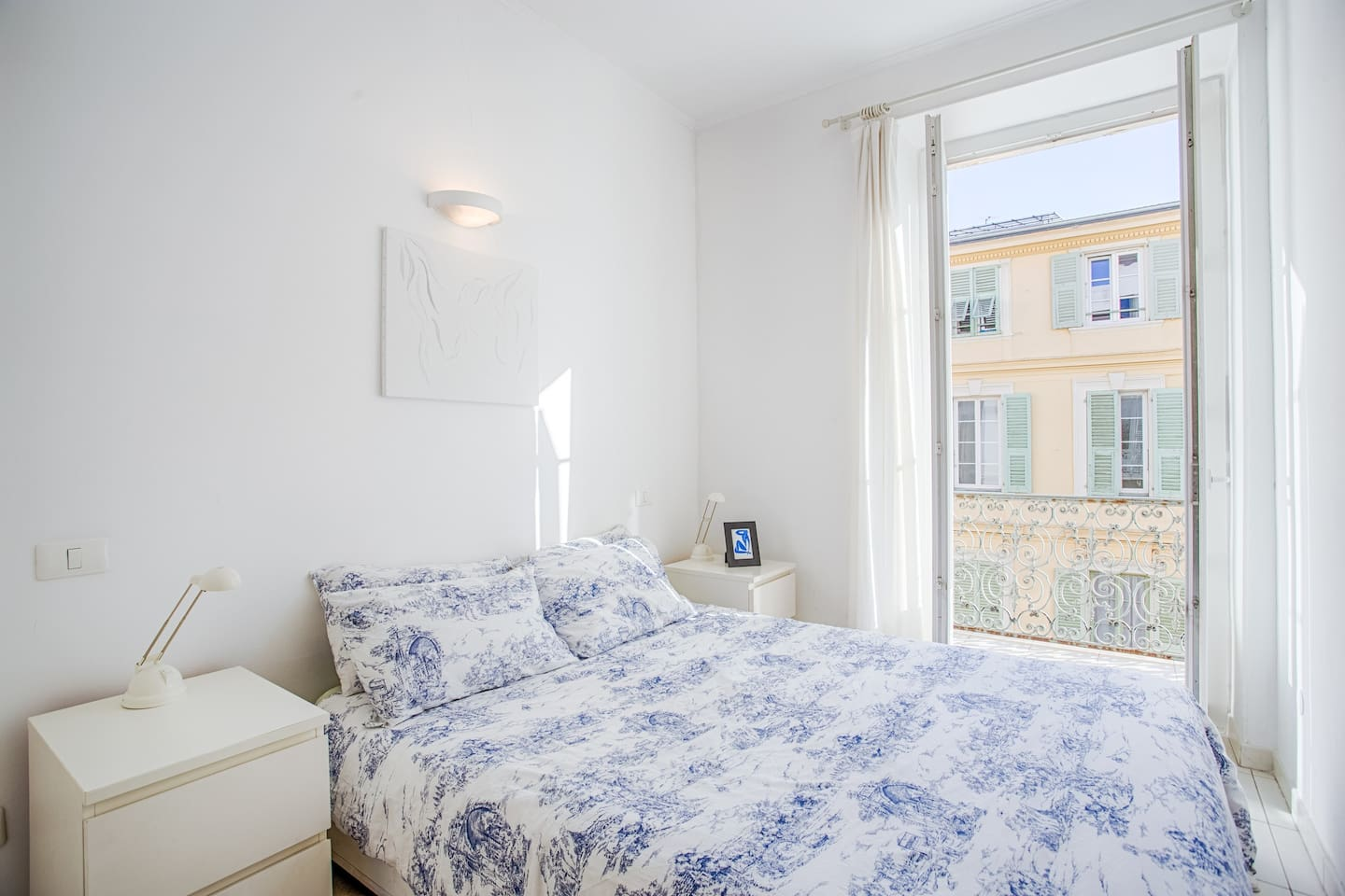 relax in this beautiful double bedroom with double glazing doors and a long balcony overlooking a traffic free pedestrian zone