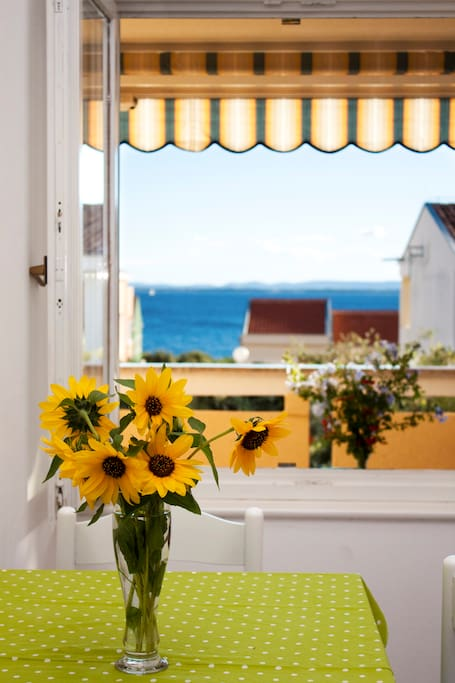 Dining room window sea-view
