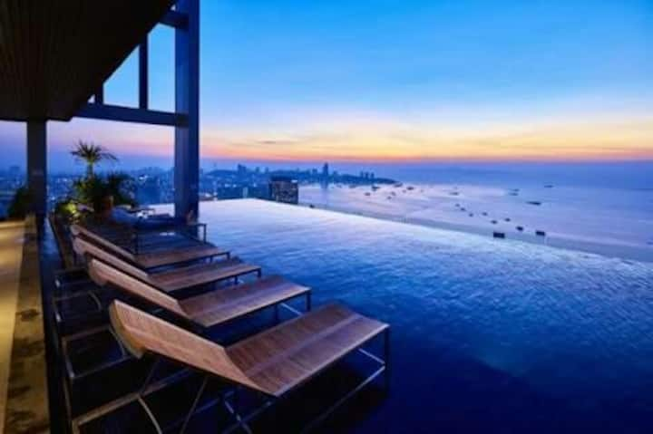 At the center of Pattaya.high floor