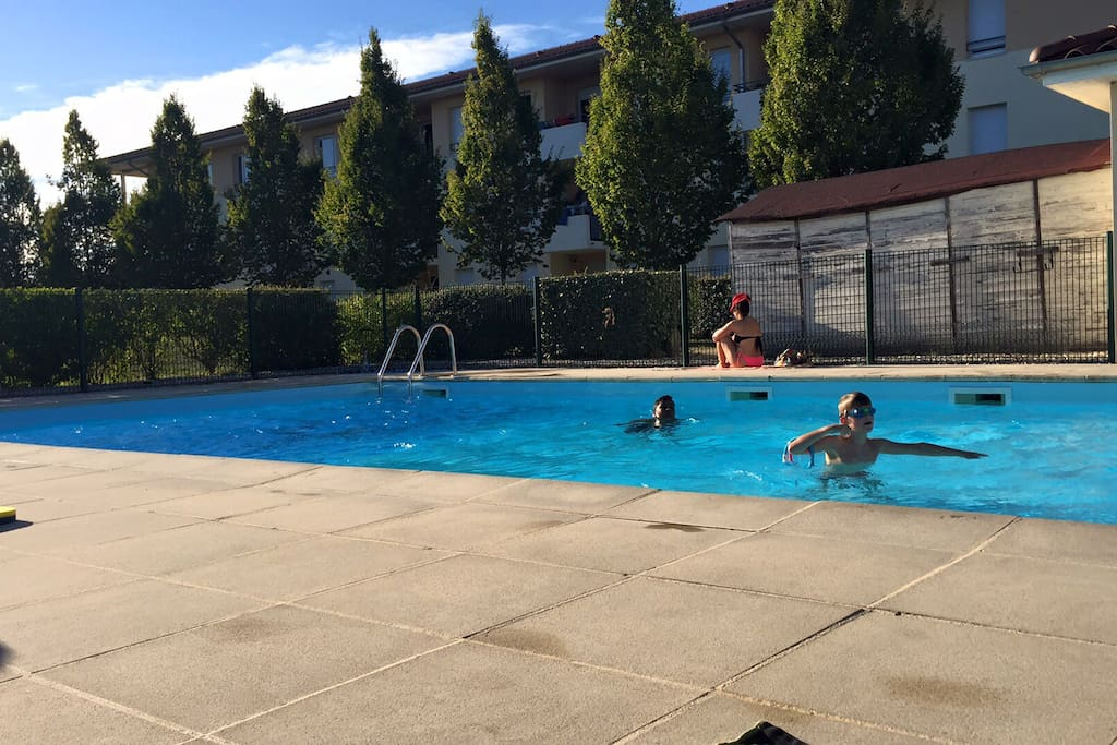 T2 park piscine id al pro en d placement apartments for for Piscine isle d abeau