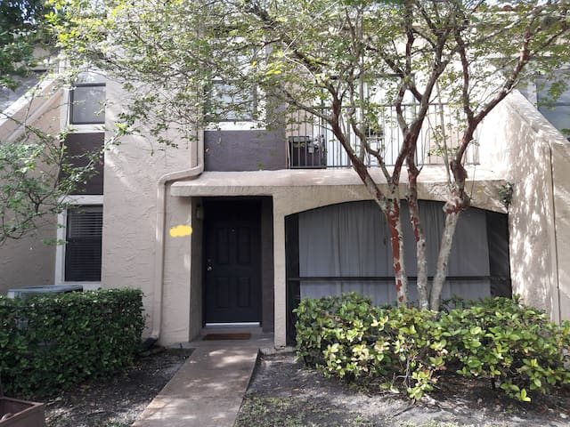 Lovely home, Sawgrass Mall-10 minutes away