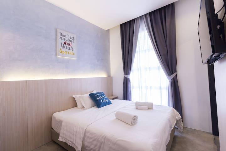 iO Hotel (Room 2)