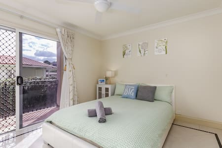 Brisbane City & Airport Elegance Room with Balcony