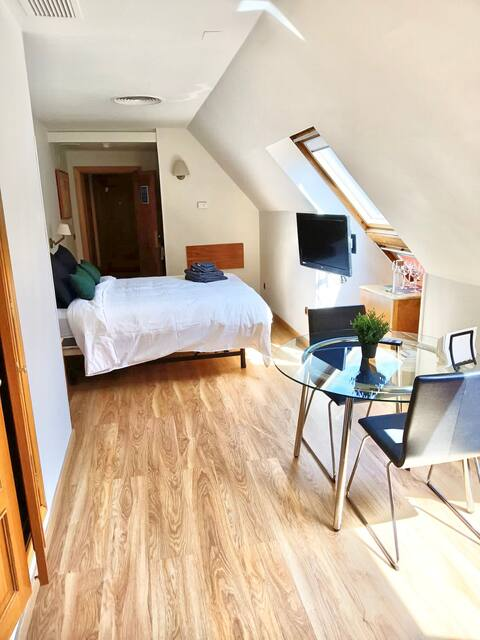 Bright and spacious attic in the middle of Madrid