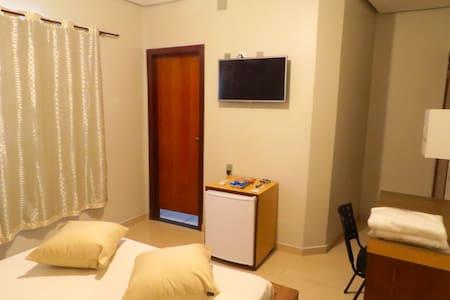 Café da manhã e garagem grátis - Apartamento - Brasília