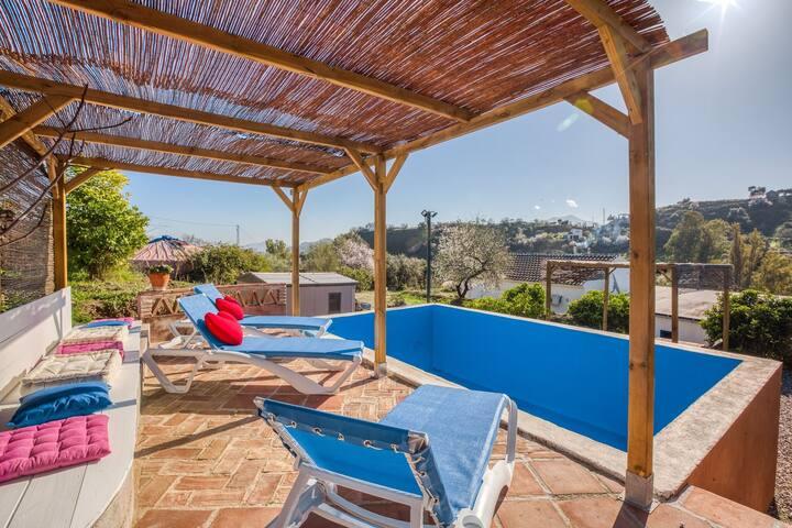 Preciosa casa de vacaciones en Coin con piscina privada