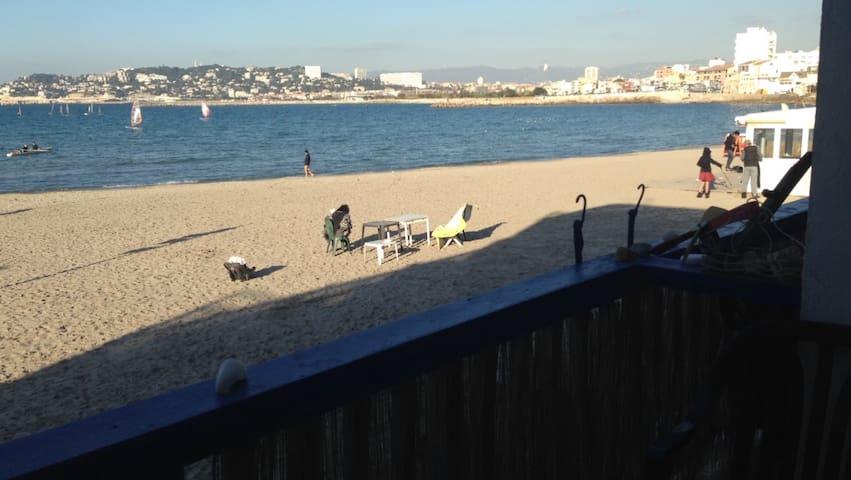 Cabanon Typique sur la plage de la Pointe Rouge - Marseille
